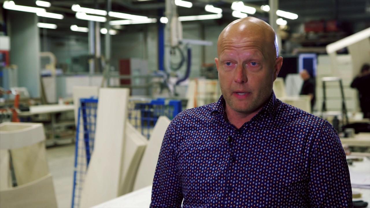 Directeur Marcel Romijn van Harryvan kozijnen: kozijn gereed in twintig minuten dankzij nieuw bewerkingscentrum