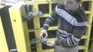 Монтаж пружинного зажима для опалубки.(, 2011-03-12T07:52:17.000Z)