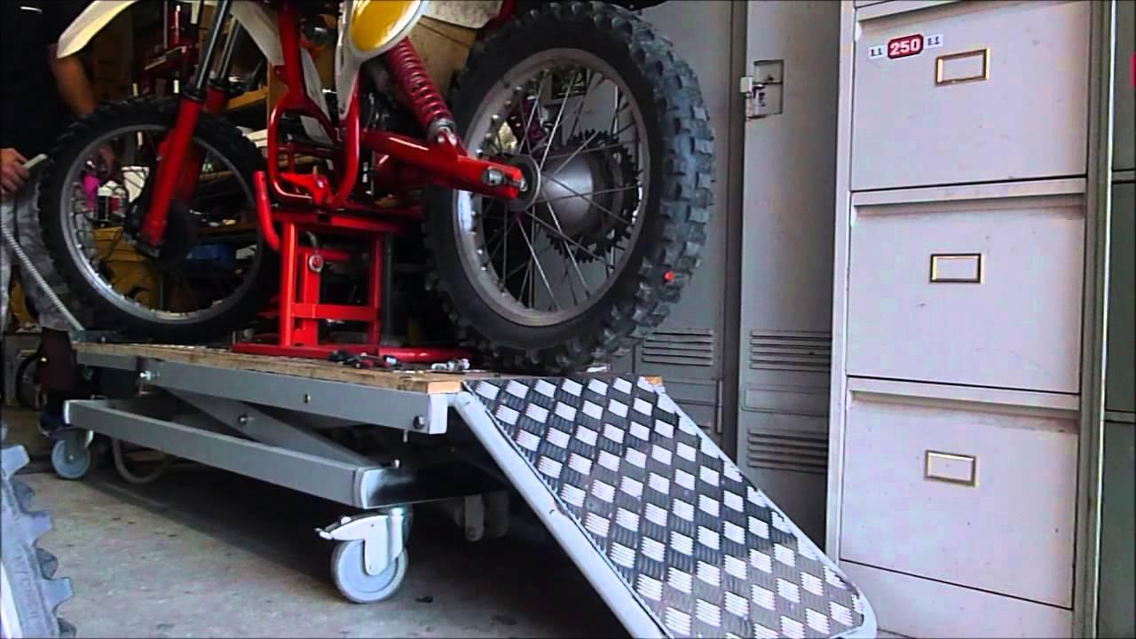 Leve moto maison youtube for Table elevatrice moto