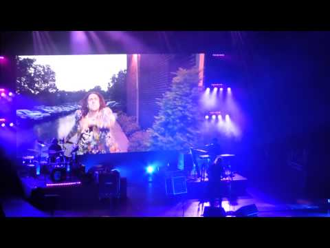 """Tacky (Entrance Video)"" Weird Al Yankovic@American Music Theatre Lancaster, PA 6/8/15"