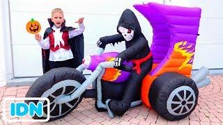 Vlad dan Nikita mengadakan pesta Halloween