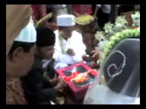 Kejadian Aneh di Tasikmalaya Menikah sambil Di Gendong