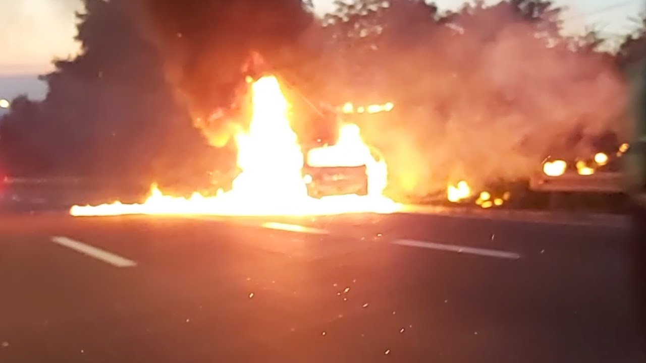 "Plamen progutao auto na autoputu kod ""Laste"""