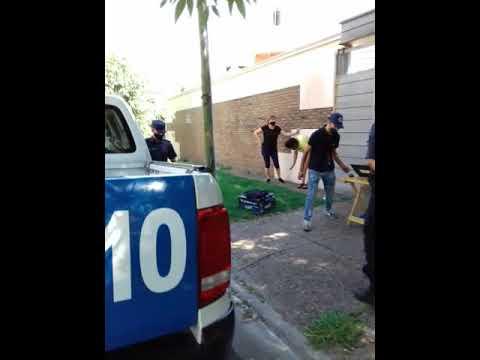 Dos personas fueron detenidas este viernes en Paraná por que transportaba estupefacientes 01