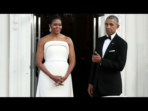 Barack Obama Gives a Thumbs Up For Michelle's White State Dinner Dress