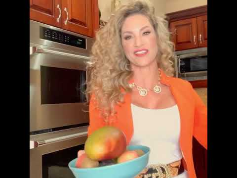 Jennifer Nicole Lee Master Trainer, Super Coach and Fun Fit Foodie 17x Author Motivations YOU!