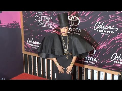 "Erikah Badu ""Soul Train Awards 2015"" Red Carpet"