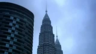 Alain Robert 'The Human Spider'  returns to The Petronas Tower