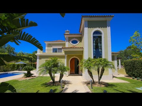 Stunning 4 Bed/5 Bath Exec Villa Near QdL - Mins To Beach! - PortugalProperty.com - PP2956
