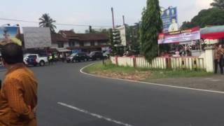 """""""PANIK"""" Rombongan Jokowi salah berhenti"""