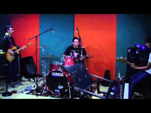 Selebritips - The Brandals