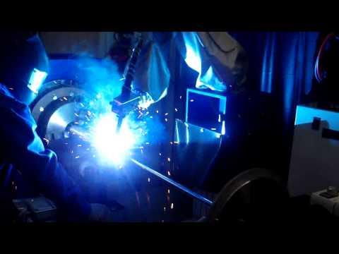 UNIVERSAL ROBOTS Rundschweißanlage