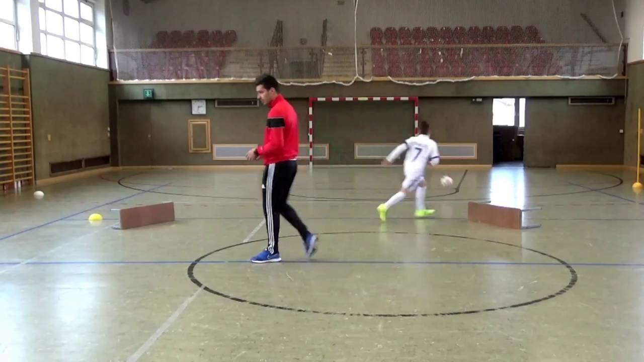 Hallentraining Fussballschule Guti