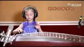 Cô bé chơi bài [Trái Táo Nhỏ] siêu hay ^^