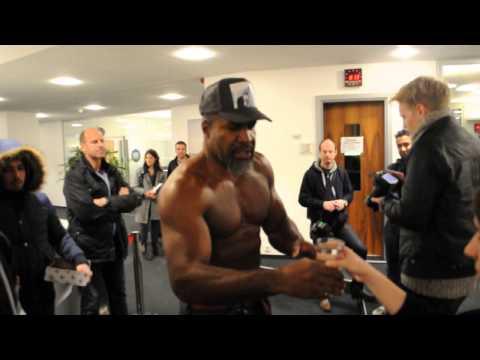 """Let's Go Champ!"" - Boxer Shannon Briggs stürmt das Radio Hamburg Studio Teil 1"