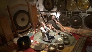 Klangkeller Improvisation mit Ava Runa und Willi Grimm