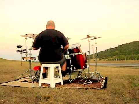 Outdoor drums on the road. Batería en la ruta entre los cerros.