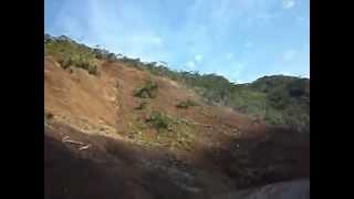 Momento del segundo deslizamiento de tierra sobre la autopista Medellín Bogotá