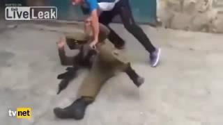 Filistin'li Genç Adam Kendisine Omuz Atan İsrail Askerini Yere Serdi