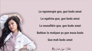 "BODO AMAT - JULIA VIO & INSAN AOI (VIRAL TIKTOK) | LIRIK ""LO NGOMONGIN GUE, GUE BODO AMAT"" 🎶"