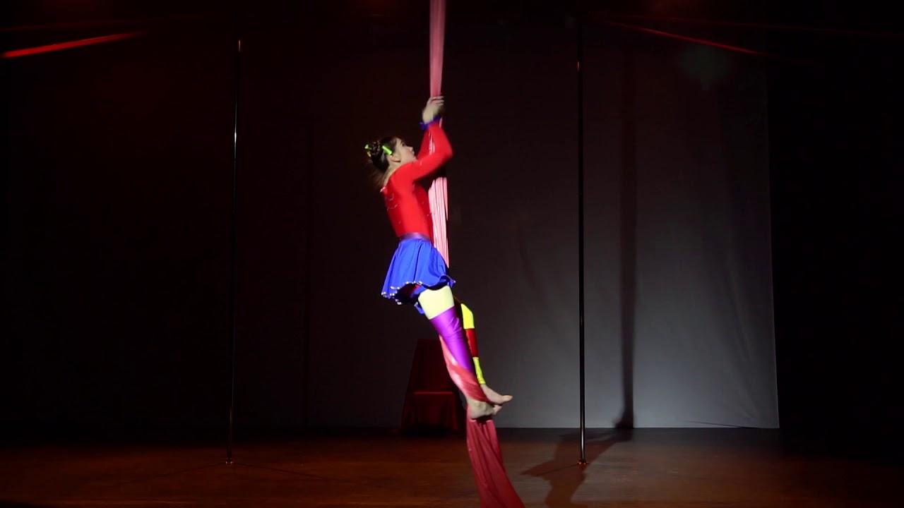 """Отчетный концерт танцев на полотнах (цирковые полотна)  16 декабря 2017 года в театре """"Плоды Просвещения""""."""