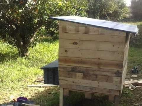 h hnerstall aus palettenholz chicken house from pallet wood youtube. Black Bedroom Furniture Sets. Home Design Ideas