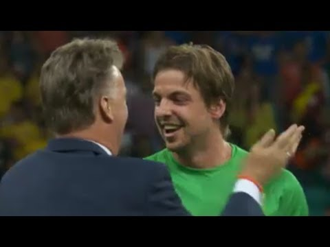 Manchester United fans' Dutch delight at LVG mind games