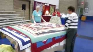 Sinnissippi Quilt Show 2013 - Bed Turning
