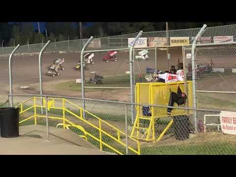 Sprint car B feature at Eagle Raceway featuring #17