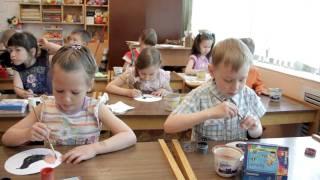 Урок рисования в детском садике