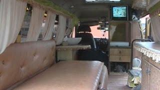 Омич превратил маршрутку в дом на колесах