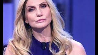Lorella Cuccarini ingannata dal figlio: ecco cosa è successo alla showgirl