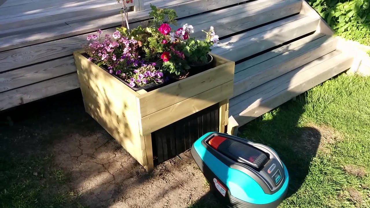 Garage for robotic lawn mower - YouTube