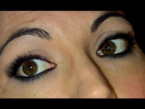 Maquillaje de ojos ahumados sencillo con l piz negro youtube for Pintarse los ojos facil