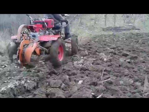 Motocultor WEIMA 12 CP la arat de toamna, plug italian prima parte