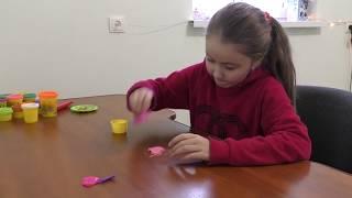 Ліпка з пластиліну Play-Doh.Вчимося ліпити метелика./ Play with play dough.