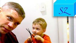 Алан сам стрижет папе волосы машинкой и ножницами