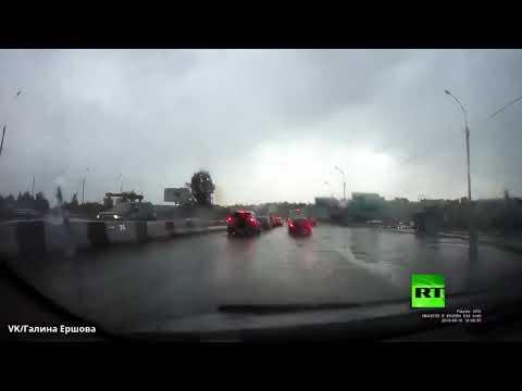 لقطة نادرة.. البرق يضرب سيارة في شارع بنوفوسيبيرسك الروسية  - نشر قبل 2 ساعة