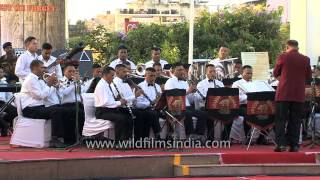 Piya tu ab to aaja being played by Indian Army Band