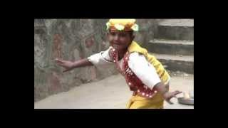 Street Music and small Indian boy dancing in Pushkar, India
