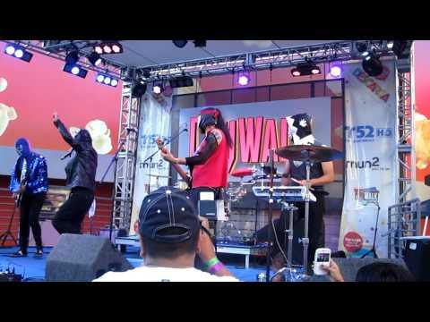 El Conjunto Nueva Ola en CityWalk Aug. 15, 2010.mov