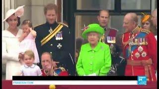 Royaume-Uni : la reine Elizabeth II dévoile sa garde-robe tout l'été à Buckingham Palace