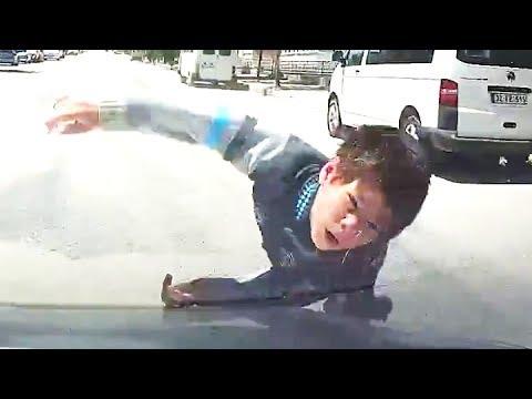 Küçük Çocuğa Araba Çarptı