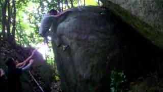 豊田の岩場 椎の木エリアのプロジェクト「クッキングパパ」D~Eグレード 今日 H中さんによって登られた。 中級者にはスタートも難しい...