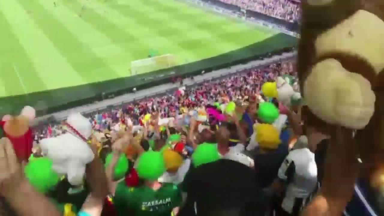 Kippenvelmoment In De Kuip Ado Den Haag Supporters Gooien Honderden