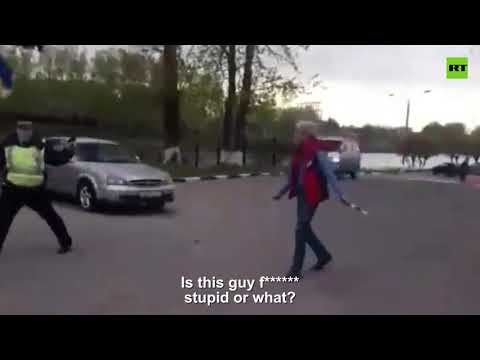 Russian cops deal with knife wielding suspect with a non-lethal log