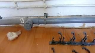 Клипсы крепления канализационной трубы