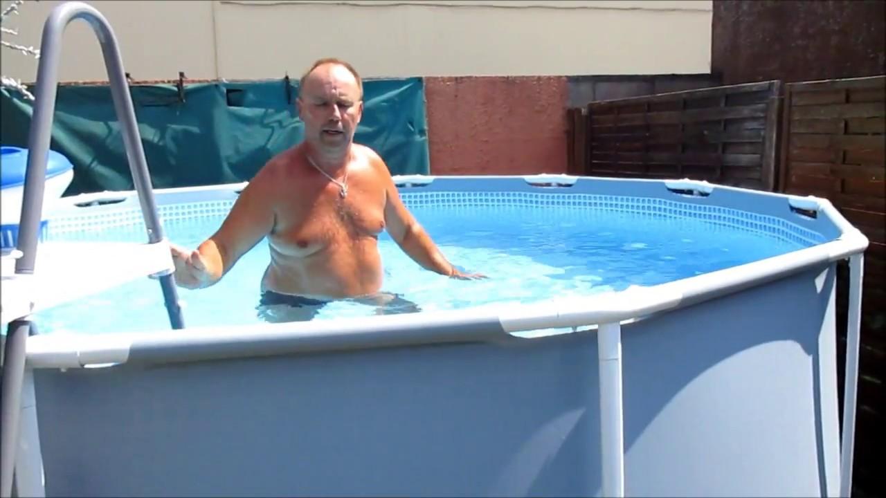 piscine comment garder l 39 eau propre au retour des vacances youtube. Black Bedroom Furniture Sets. Home Design Ideas