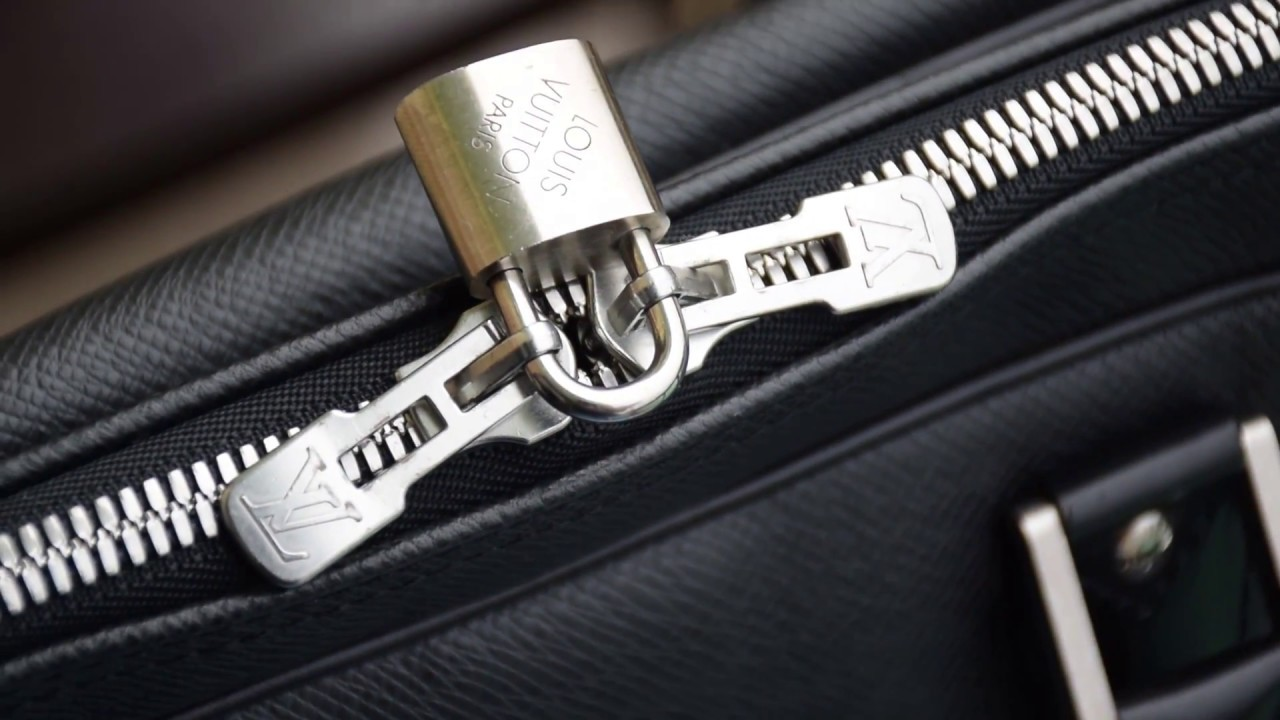 b3d3f565c Detailed and closer look: Louis Vuitton Kendall GM Ardoise Luggage Bag