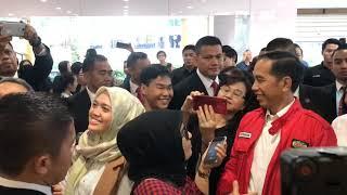 TKW Ini Menangis Ditraktir Jokowi Makan Bebek di Singapura